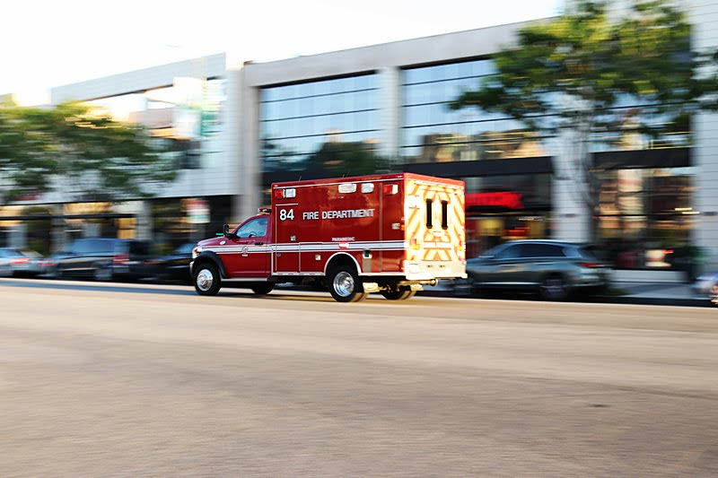 Bakersfield, CA – Pedestrian Injured in Car Crash on Niles St