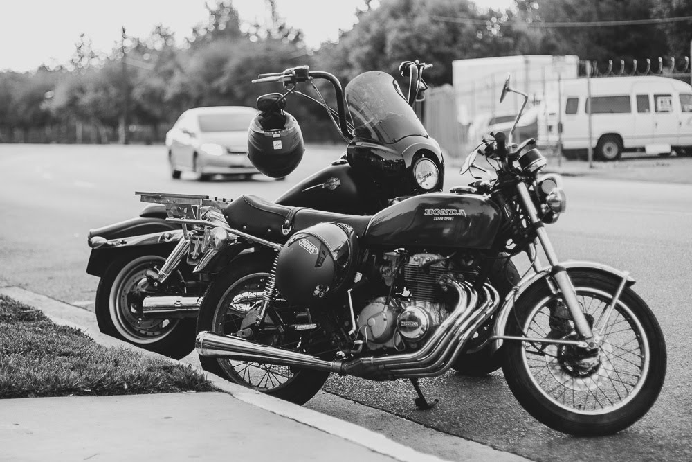 Bakersfield, CA – Motorcyclist Hurt in Hit & Run at Niles St & Glenwood Dr